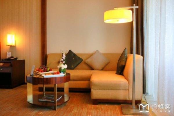 小动物,花,盥洗间的布置得很温馨,房间的空间比例恰到好处,一个酒店的