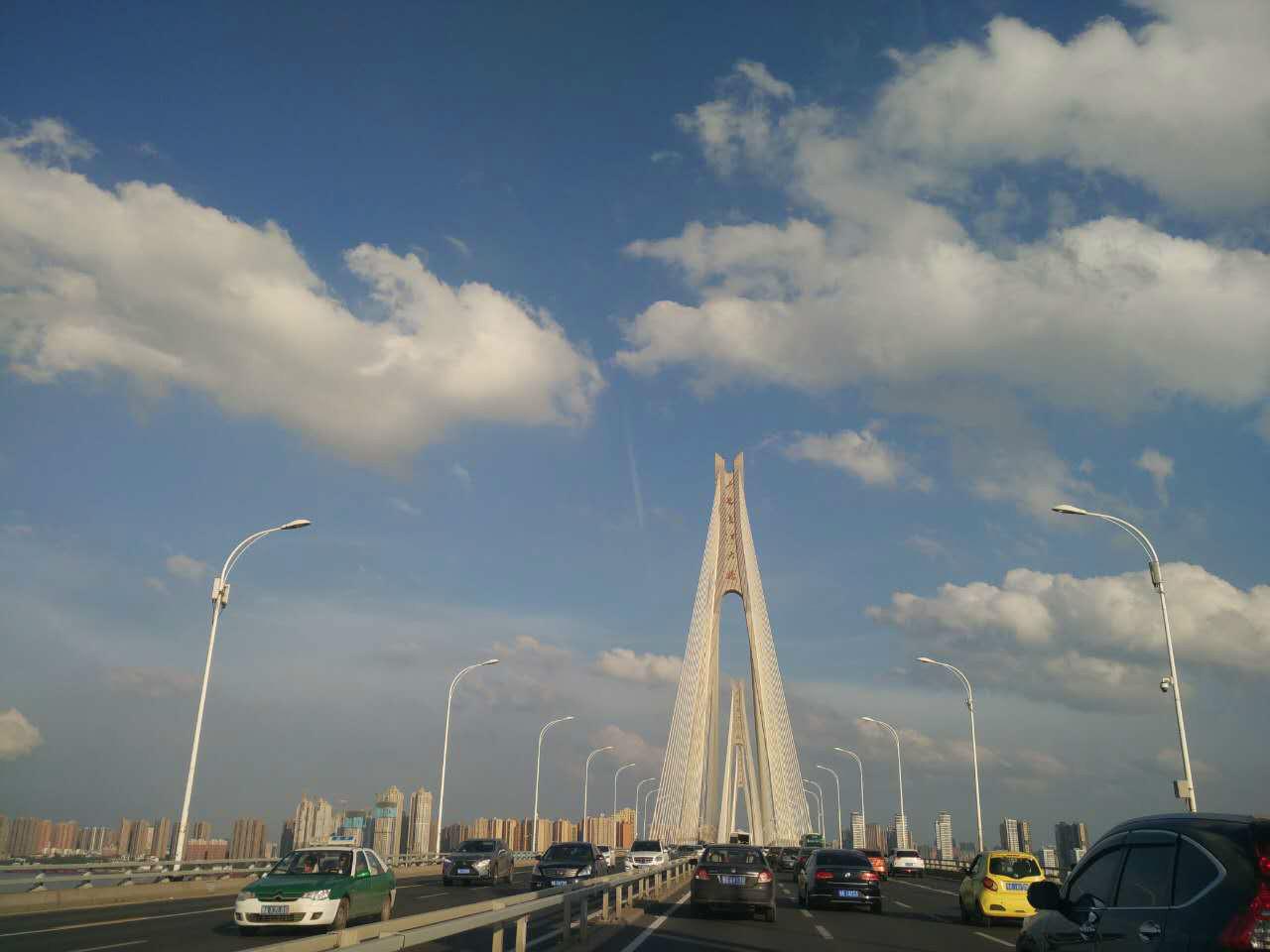 错过了早上的彩虹,却看到了长江上美丽天空
