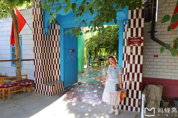 彩色的房子,彩色的地砖,彩色的地毯,彩色的服饰,维族人真是一个热爱