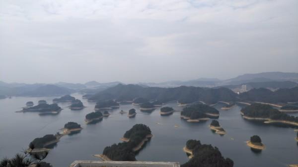 游记       第三个岛黄山尖,俯瞰大半个千岛湖,比梅峰岛要大气,缆车来