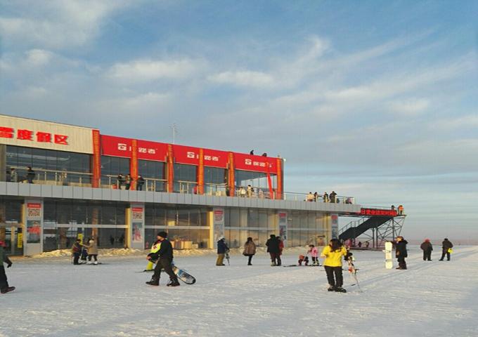 探路者嵩顶滑雪场