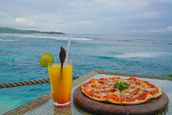 没去之前脑海中巴厘岛的画面一直是电视剧里那片夕阳西下的金黄色椰林
