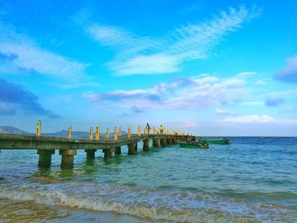 云龙湾,位于海南文昌市铜鼓岭自然旅游区.