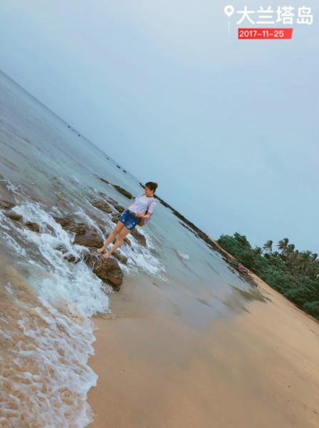 甲米 游记         背后不远处还有一家四口在捉螃蟹,兰塔南部的海滩