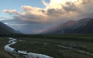 【阜康图片】蓝色天空湖水,白色毡包羊群,绿色草原,紫色薰衣草,五彩缤纷的新疆。