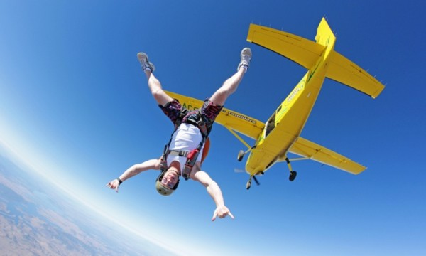 梦见从飞机上跳伞