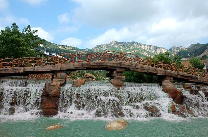 风景区,分为迎景区,自然风光区(野外拓展区),佛教文化区三个游览区.