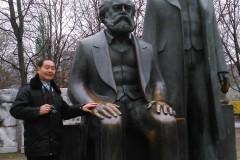东欧六国之旅...游东柏林亚历山大广场(马恩塑像)记