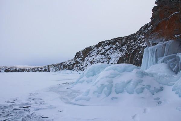 奥利/在奥利洪岛上有一座原筑村,住宿都在这里,生活着抗冻的俄罗斯