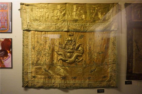 清代金漆木雕花板
