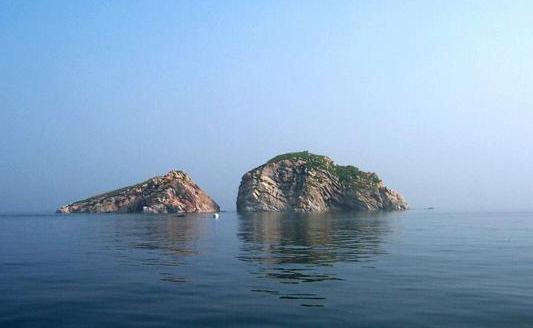 早乘车赴皮口(约2h),乘客船赴大长山岛(约55min),船 甲板上欣赏