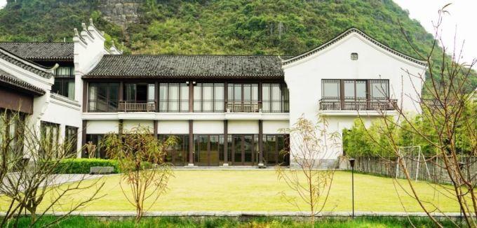 这年头中式风格的酒店,随便弄个院子就能搞起来了,莫干山上就有一堆