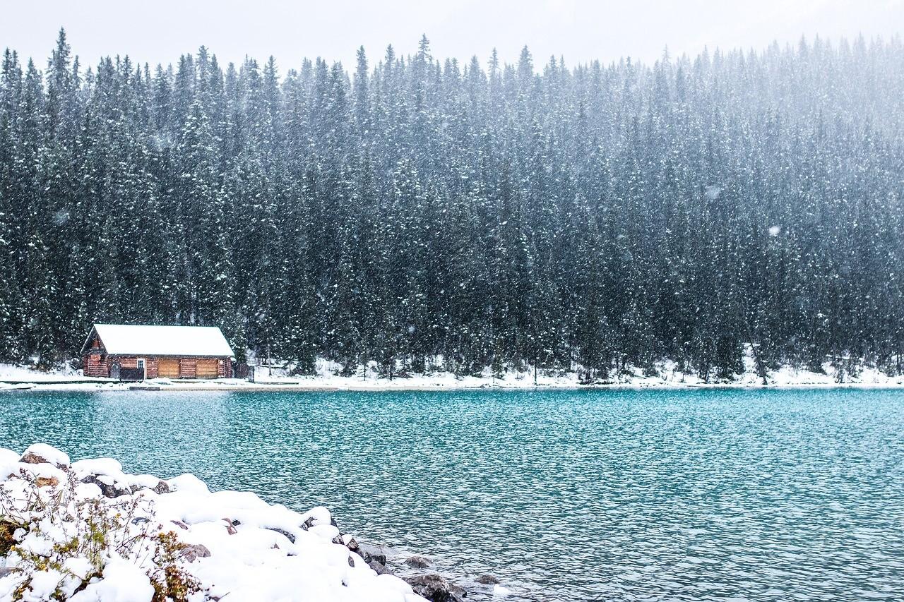 何必苦苦等下雪,去世界上降雪量最大的城市旅行玩雪!