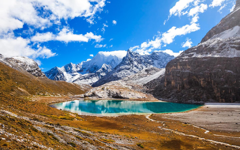 夏若多吉(金刚手菩萨),珍珠海,诺绒牛场)   亚丁风景区,位于甘孜州
