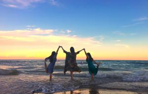 【东兴图片】3个女人一台戏,请问4个女人呢?(我们的中越边境东兴)